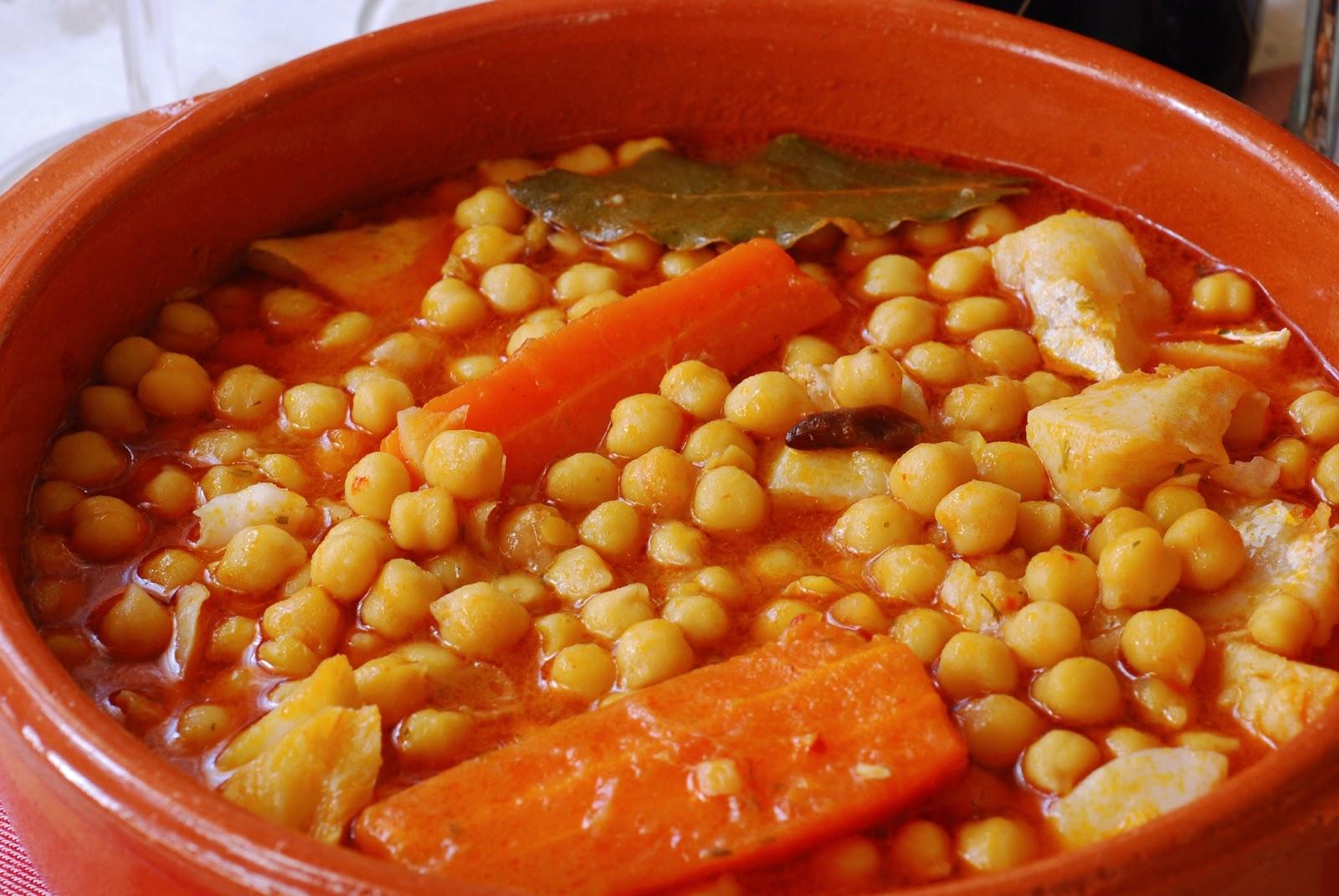 Garbanzos con bacalao cuchillito y tenedor - Bacalao con garbanzos y patatas ...