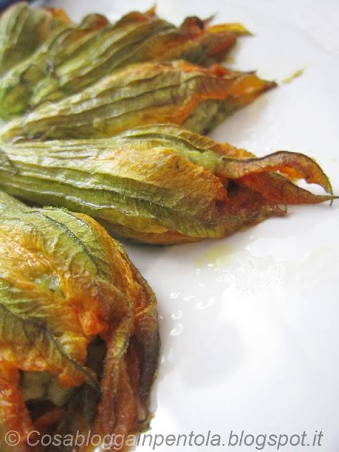 fiori di zucca ripieni alla ligure patate fagiolini zucchine ricetta cosabloggainpentola