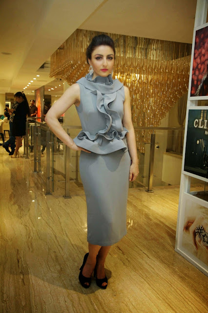 Soha Ali Khan Looks Gorgeous and Classy At Spirit Of The Zoya Woman Photo Exhibition