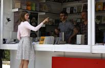 ESPAÑA: Reina compra novelas gráficas y obras de filosofía en la Feria del Libro de Madrid