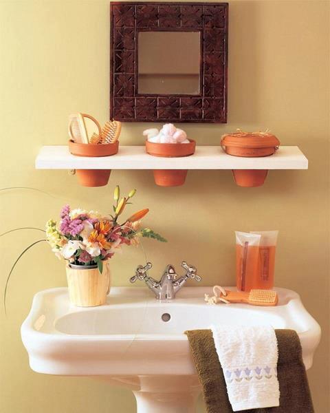 decorar banheiro feio: banheiro, olha só que legal essa ideia de colocar vasinhos e