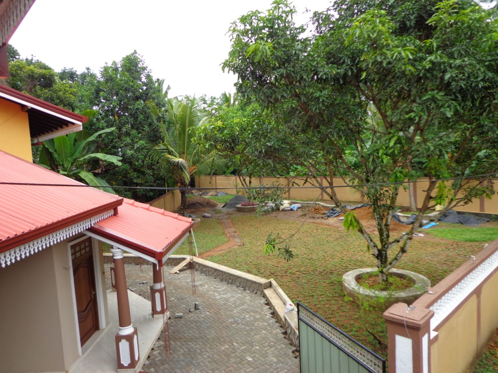 Properties in Sri Lanka: (1003) Brand New 05 Bed rooms Modern House ...