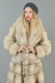 Vintage 1970's convertible tufted light colored fox fur coat.
