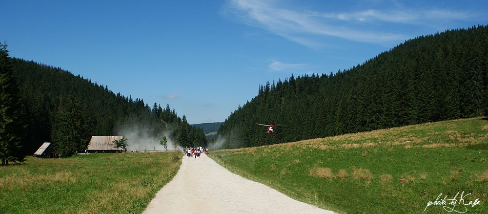 TOPR, Dolina Chochołowska, Tatry, śmigłowiec, śmigłowiec TOPR, ratownicy TOPR