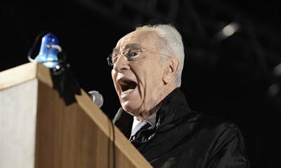 Shimon Peres volta a ser internado