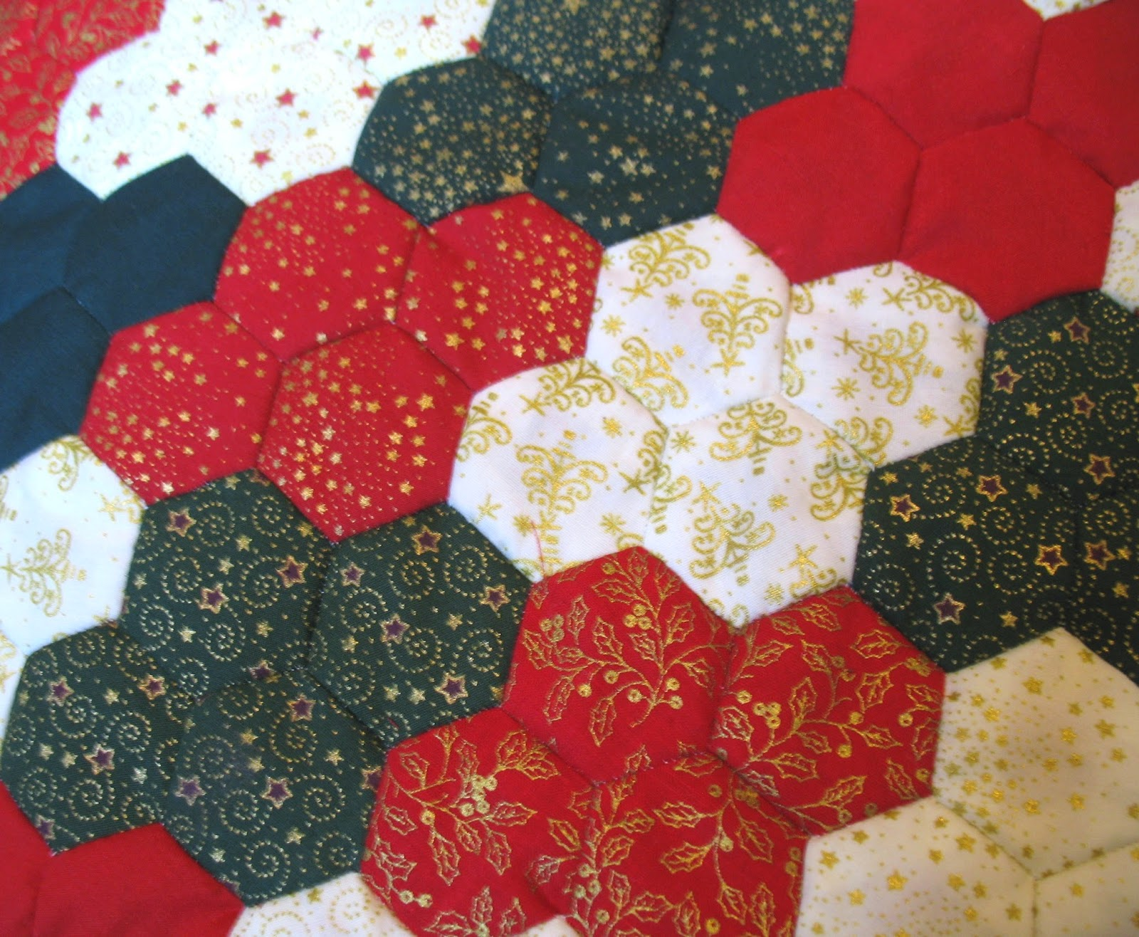 https://www.etsy.com/listing/212399739/patchwork-christmas-hexagon-cushion?ref=shop_home_active_1
