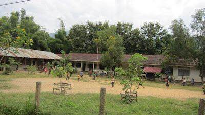 タット・セー近くの小学校(ルアンパバーン)