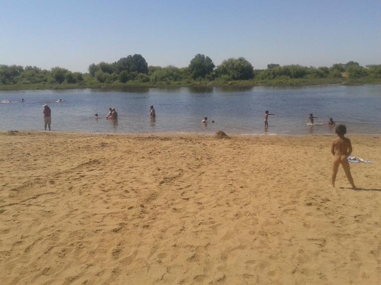 Extenso areal da Praia Doce e água quente