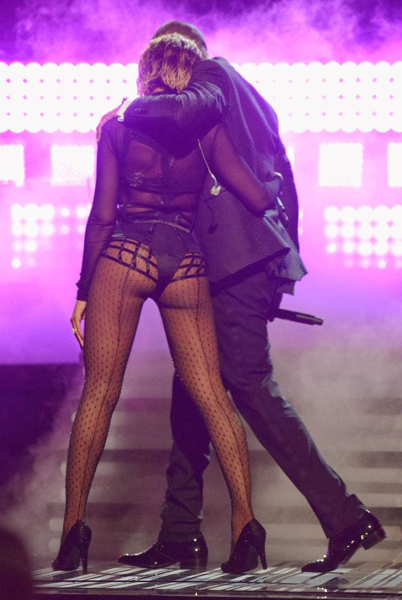 Beyonce Exposes Shows Killer Butt in Sexy Grammy Performance