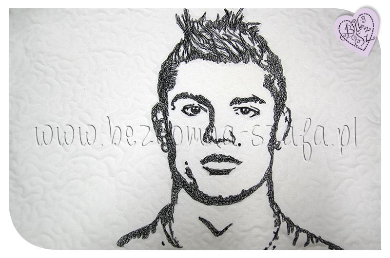 Cristiano Ronaldo, CR7, pillow, sew, needle paint, poduszka, malowane igłą