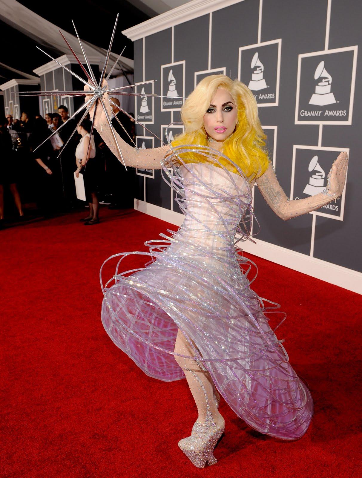 http://1.bp.blogspot.com/-4XI17HdAZws/TcV-q-1vY2I/AAAAAAAAAnw/DFTdLTB2jPY/s1600/Lady-Gaga-Grammy.jpg