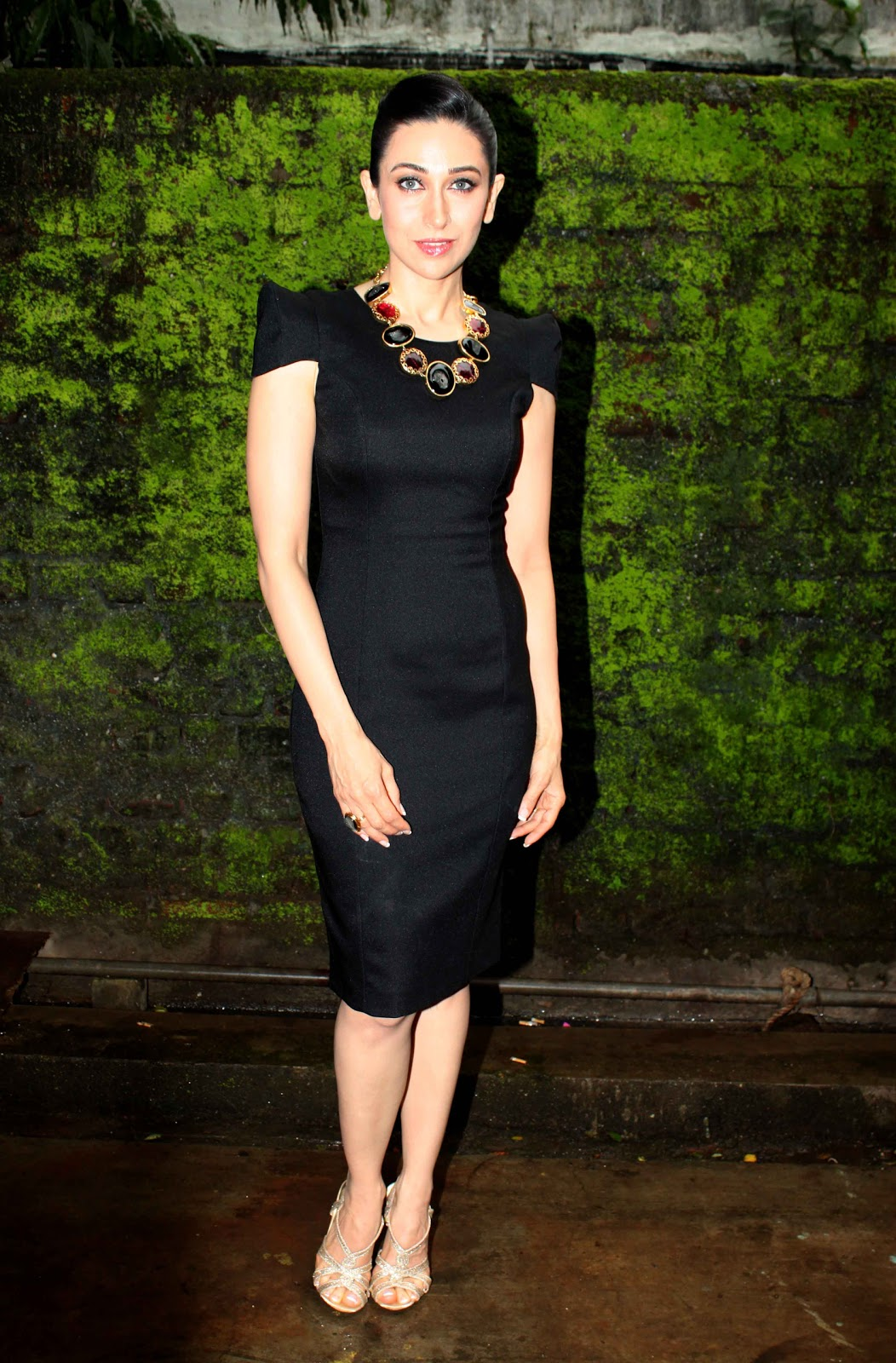 Celebrity Pics Karishma Kapoor Looks Geous Black Dress