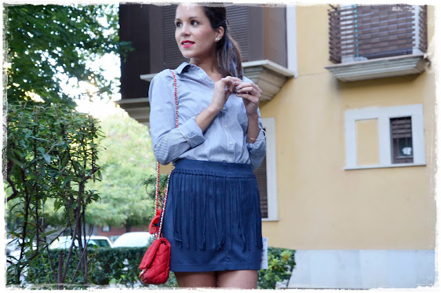 falda-flecos-fringed-skirt-red-bag-bolso-rojo-camisa-shirt-blogger