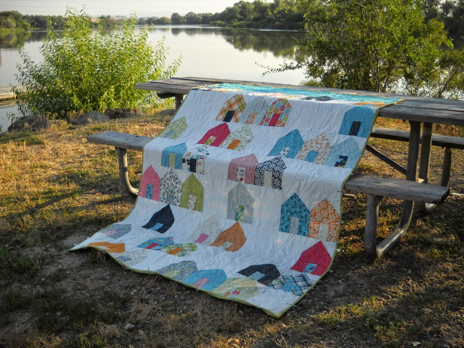 Val\u0027s Quilting Studio: ALYofF July Beach Houses Quilt Finish