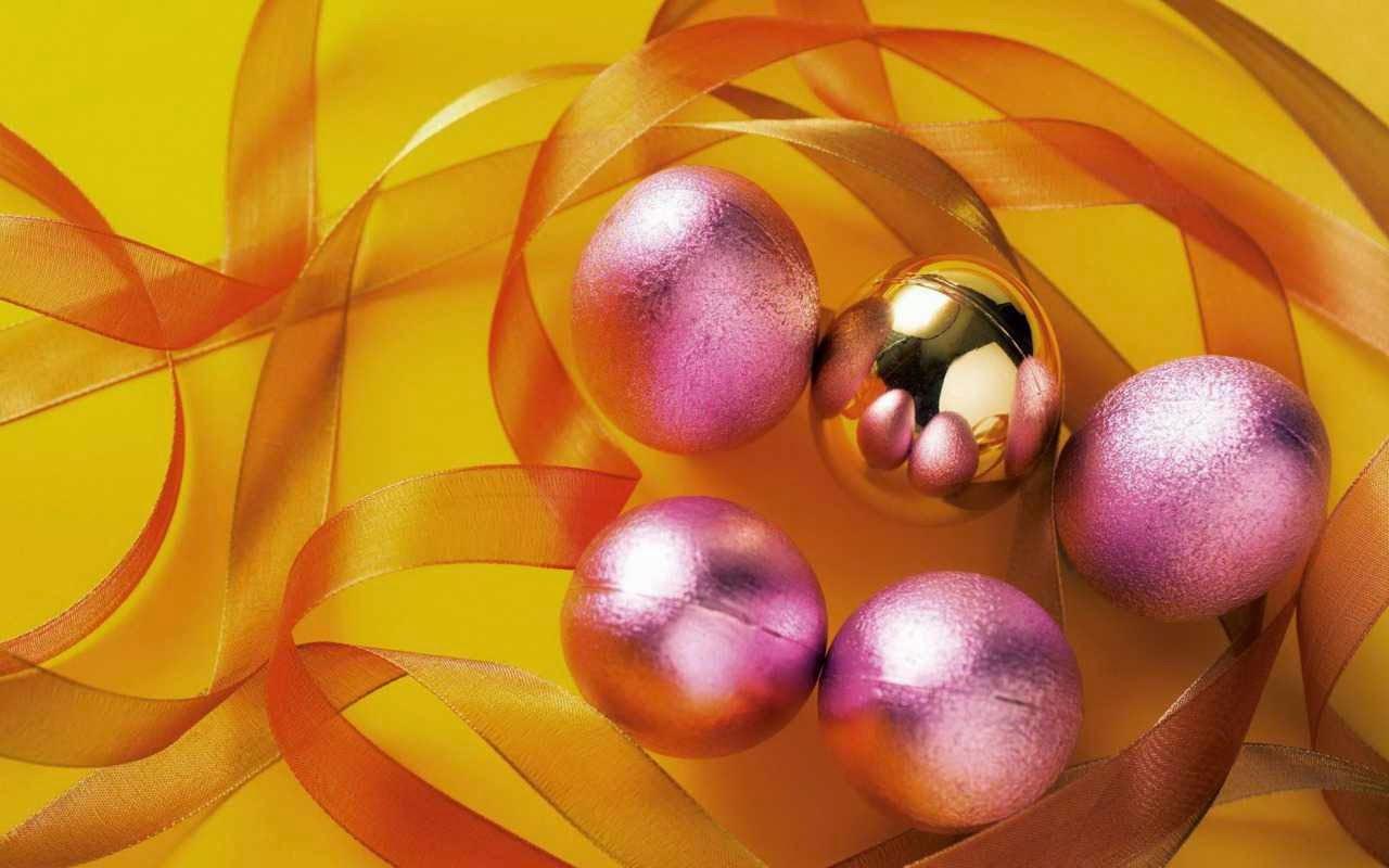 Beautiful-Christmas-balls-egg-design-wallpaper-HD-image-for-desktop-pc-mac-laptop.jpg