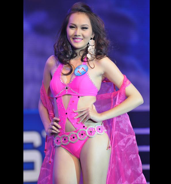 Ngọc Thạch cũng là siêu mẫu quen mặt trên sàn diễn thời trang từ năm cô 16 tuổi.