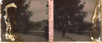 Bouquinistes et bouquineurs : Paris, Le Pont des Arts, scènes de rue du dimanche 14 juin 1914. dans Autographes, lettres, manuscrits, calligraphies photo_quais