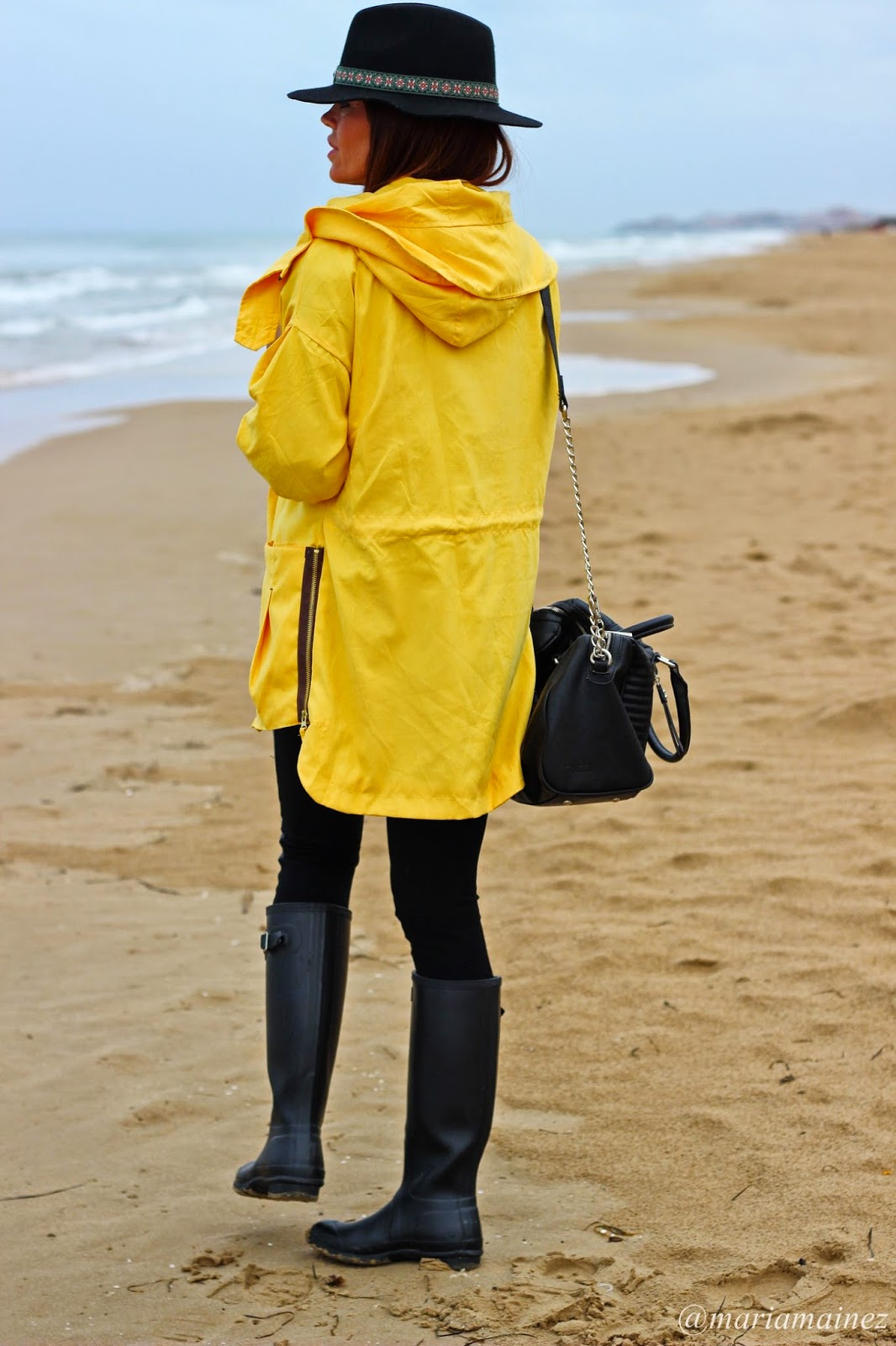 Yellow coat Sheinside - Hunter Boots - Outfit otoño