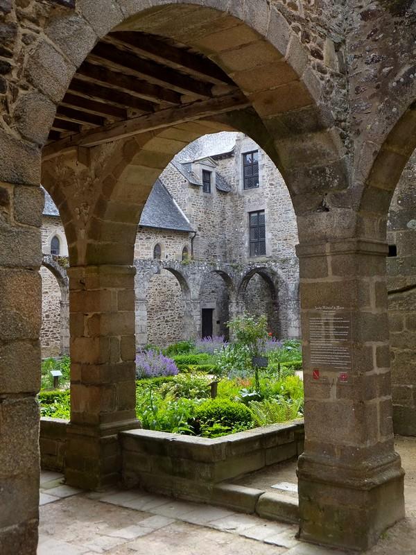 dinan bretagne léhon abbaye
