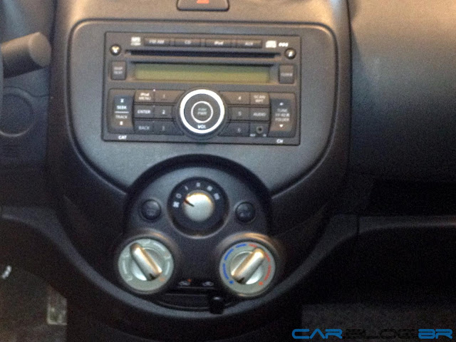 Nissan Versa SV 2013 - interior