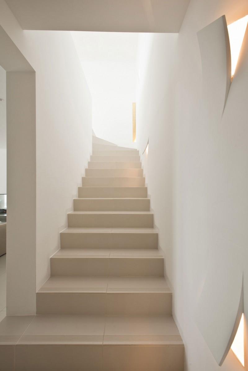 Un apartamento radiante en ibiza decoraci n retro - Escaleras para duplex ...