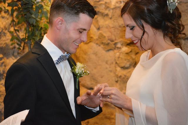 boda anillos recién casados