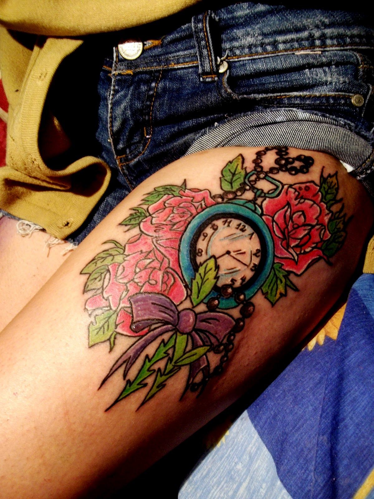 Tatuaje mujer y reloj