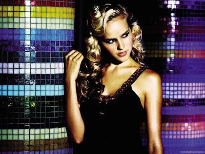 Actress Isabel Lucas Wallpaper