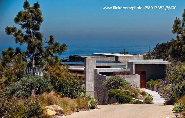 Casa californiana frente al mar en California inspirada en el Brutalismo