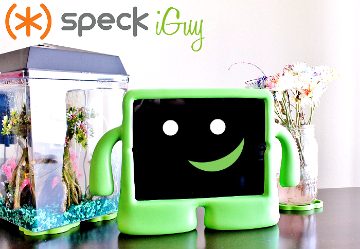 Speck iGuy kid friendly case for iPad 2/3/4 includes a camera cover and easy carry handle 'arms.'
