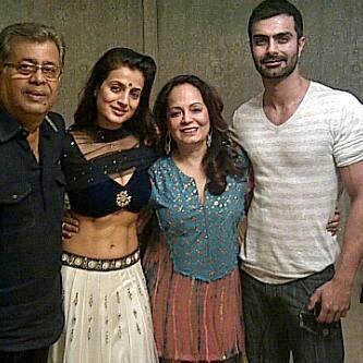 Ameesha Patel celebrates Diwali with family!