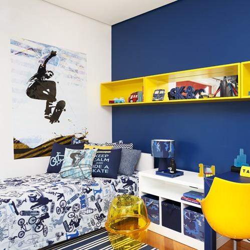 Decoração de quarto de menino azul royal
