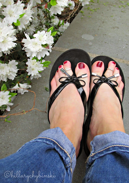 Vionic Bella Post Toe Sandal in Black