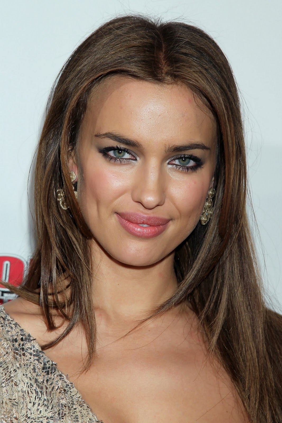 irina shayk si swimsuit issue unveiling 2011 hq models