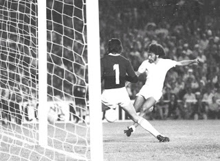 Paul Breitner in a game against Dinamo Zagreb