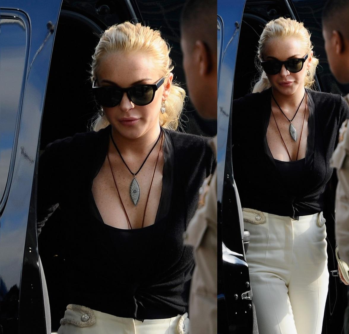 http://1.bp.blogspot.com/-4_-PvDjEyOw/TWXqa5WCOQI/AAAAAAAAFic/_SrHjv0lXLI/s1600/Lindsay+Lohan%2527s+Eye+Necklace+At+Court.jpg