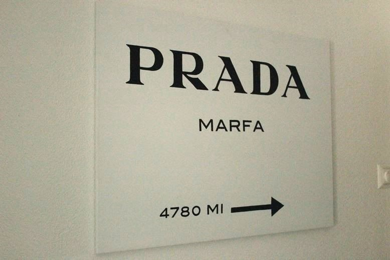 kayashionista fashion blog schweiz diy weekend project prada marfa. Black Bedroom Furniture Sets. Home Design Ideas