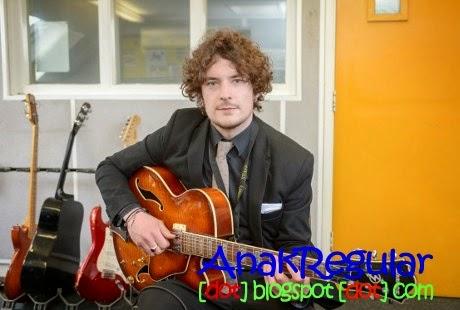 Kisah Pria Tuna Rungu Yang Sukses Raih Cita-cita Jadi Guru Musik