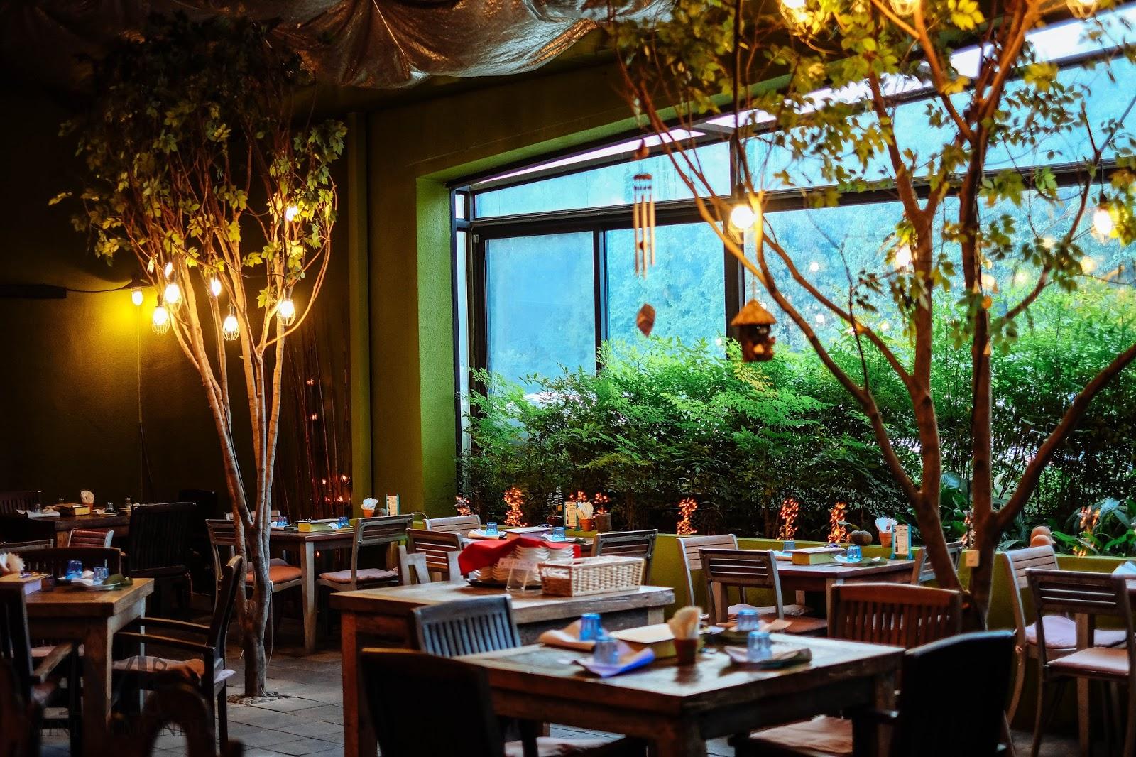 garden concept restaurant eunice 39 s garden mini en monde. Black Bedroom Furniture Sets. Home Design Ideas