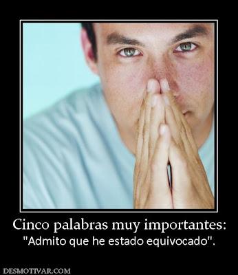 hombre con manos como rezando