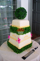 GARDEN GREEN THEMED WEDDING CAKE