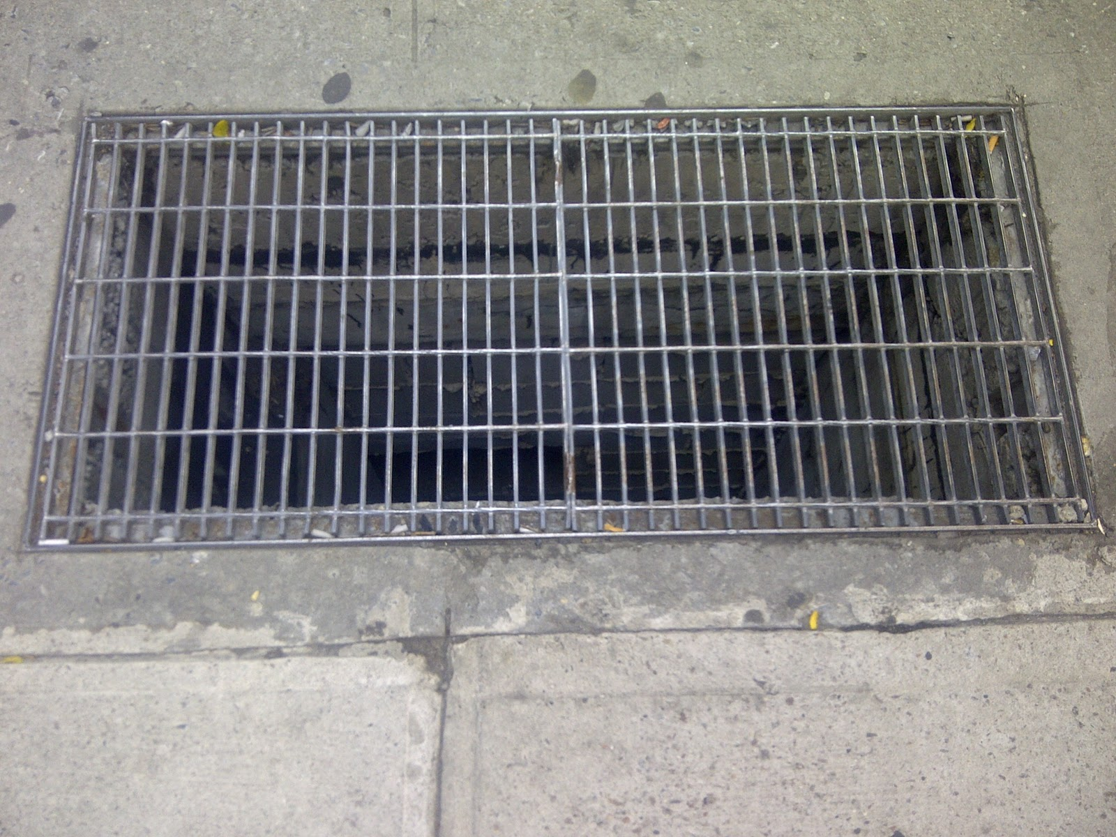 Man reportedly fell through sidewalk grate: officials - NY Daily News