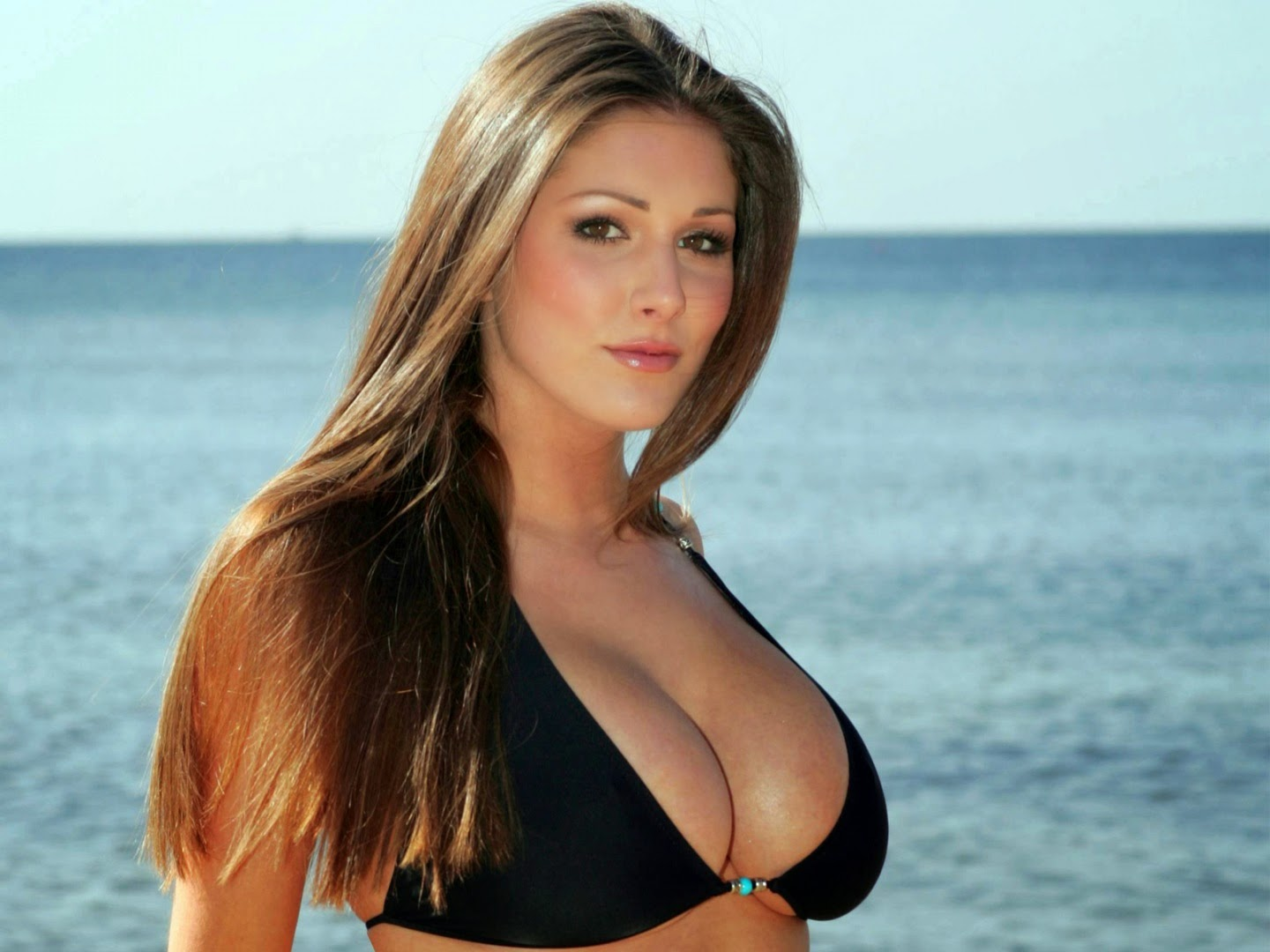 Lucy Pinder hot photo 001