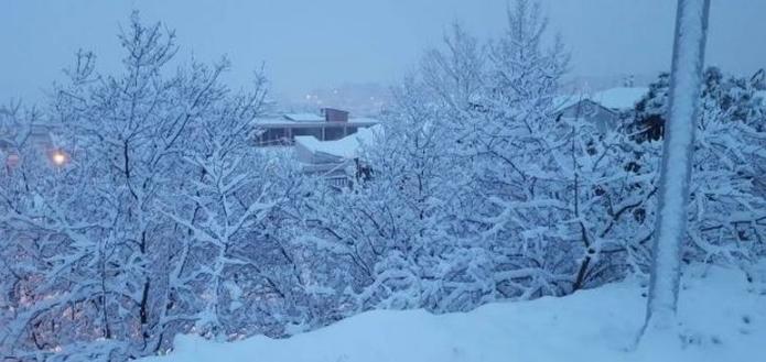 Πολλά προβλήματα από την κακοκαιρία - Χιόνια και τσουχτερό κρύο σε όλη την χώρα