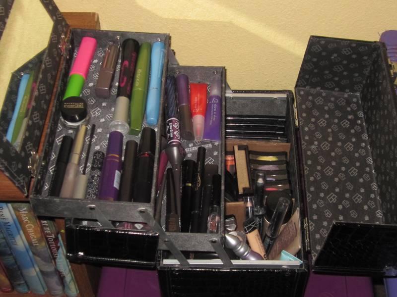 Reina bruja c mo almacenar tu maquillaje for Cajas de plastico para guardar ropa