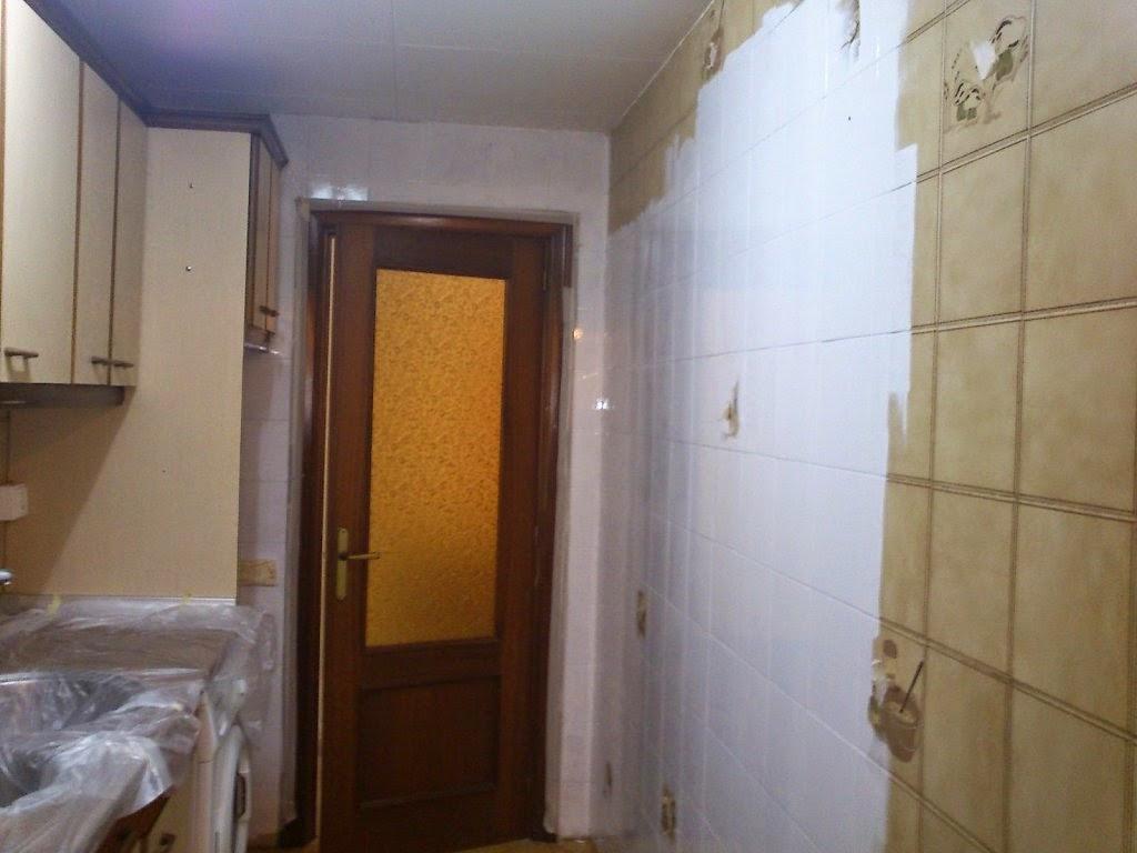 Muymuyyo renovamos los azulejos - Pintura para baldosas ...