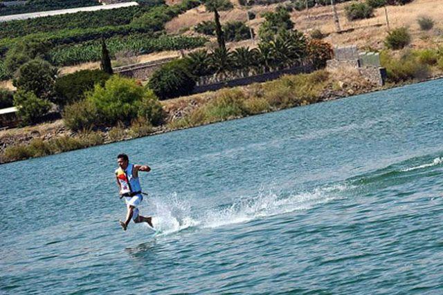 the miracle of running on water 640 01 [Gambar] Lelaki Berlari Di Atas Air! Unbelievable? Believe It!