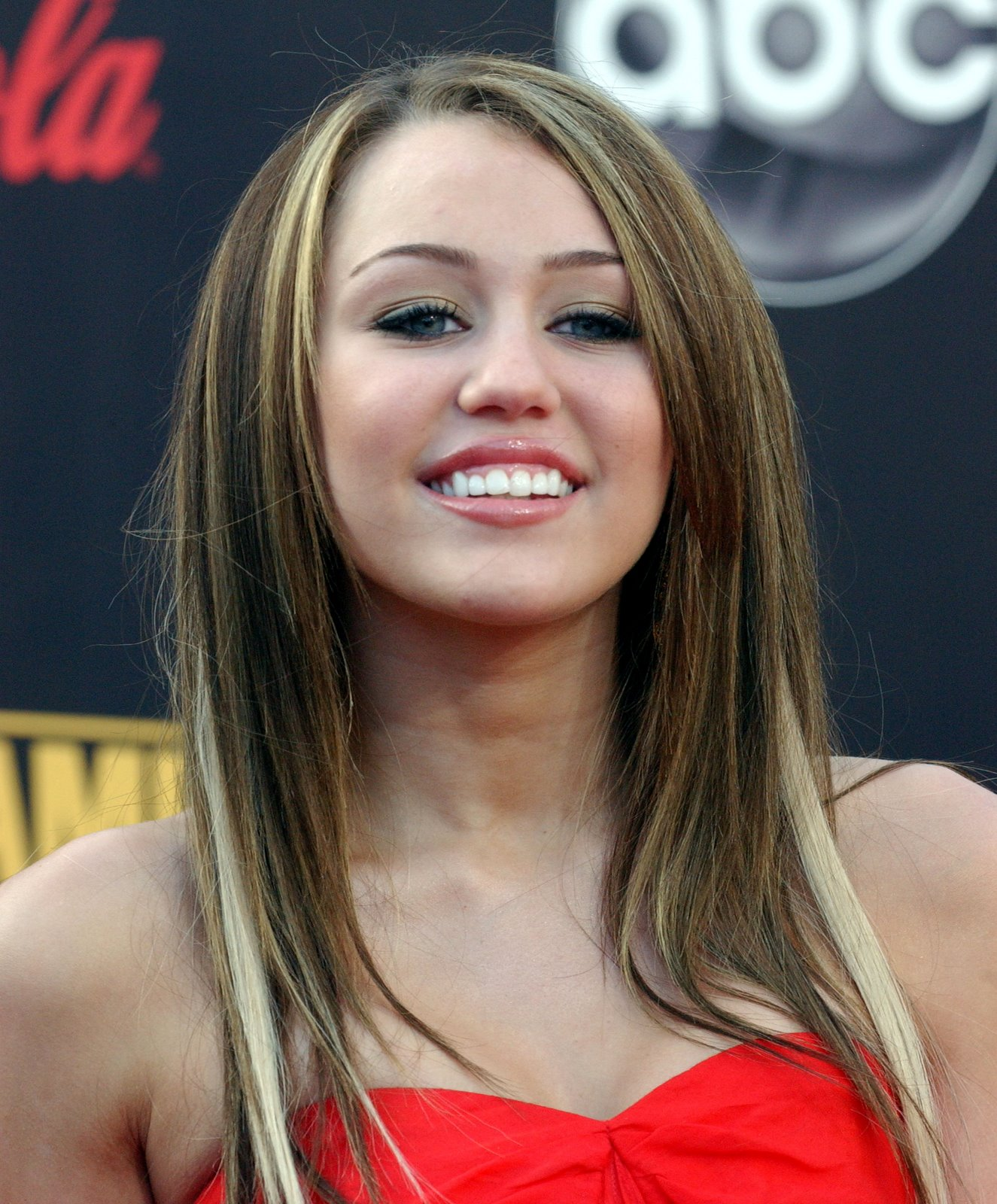 http://1.bp.blogspot.com/-4a38LtdUiX0/TY-HhkkvPqI/AAAAAAAABps/Qv4ZcQbgCUk/s1600/Miley%2BRay%2BCyrus%2B3.jpg