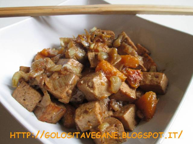 affumicare, aglio, brodo, dadolata, porro, ricette vegan, Salutiamoci, scalogno, Secondi, seitan, soia, tofu, zucca,