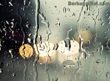 tetesan air di kaca